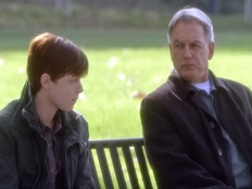 NCIS 08x18 : Out of the Frying Pan...- Seriesaddict